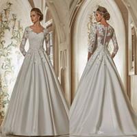 Vestidos de boda de encaje personalizados Vestidos nupciales 2021 con mangas largas con cuello en V apliques florales 3D flores hechas a mano de una línea Vestido de novia