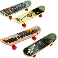 Novedad de alta calidad Lindos Mini Niños Juguetes Skateboard Athletic Finger Skateboard Regalos para los niños C2412