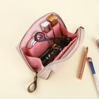 립 컬러 메이크업 가방 계약 된 숙녀 미니 워시 및 방수 트럼펫, 손에 가방 가방을 수집하는 손