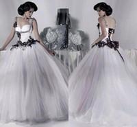 Винтаж белый и черный тюль свадебные платья из бисера спагетти ремешок готические свадебные платья Корсет Хэллоуин 2017 Vestidos долго