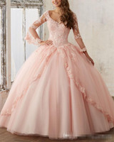 Vintage Cendrillon Coral Quinceanera Robes 2017 Robe De Bal Sheer Longues Manches V Cou Doux Seize Long Puffy Pageant Robe pour 15 ans