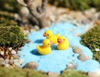 Nuovo 200 pz / set mini miniature in resina kawaii anatra gialla decorazione fai da te artigianato facendo fata giardino casa delle bambole micro paesaggio regali