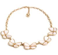 Natürliche Muschel Schmetterling Choker Halskette mit Kristall- und Goldkette Schöne Modeschmuck für Dame Freies Verschiffen Weihnachtsgeschenk