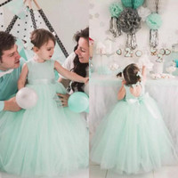 Lovely 2017 Mint Tulle Ball Gown Flower Girl Dresses Per matrimoni Jewel Cut Out Torna Bow Sash Piano Lunghezza Festa di Compleanno Abito EN8144