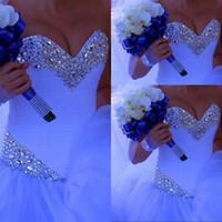 Изготовленные на заказ милая бальное платье свадебные платья длина пола белый тюль кристалл Vestido de Nooiva кружев в великолепных свадебных платьях без рукавов