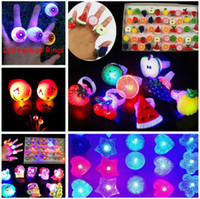 LED acender Flash Fruit Eyeball Pumpkim Natal Pai Star Bubble Elastic Ring Rave Party Piscando Soft Finger Lights Xmas Gift