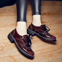 2017 Donna Classic Pelle Verniciata Oxfords Wedge Shoes Donna Creepers Autumn Flats Casual Lace-Up Donna Scarpe Brogue British Style