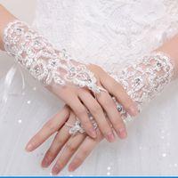 Elegante Tüll Weiß Elfenbein Rot Spitze Brauthandschuhe Handgelenk Länge Kristall mit Hochzeitskleid Handschuhe Haken Finger Hochzeit Handschuhe abgestimmt