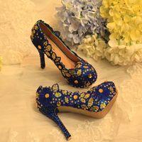 최신 디자이너 신선한 블루 레이스 하이힐 ill 조각 Folwer 라인 석 파티 댄스 파티 연회 기념일 신발 신부 웨딩 여성 신발