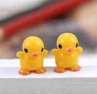 30 pcs frete grátis atacado bonito Dos Desenhos Animados mini pato amarelo Miniaturas de Jardim Mini Jardim Resina Artesanato para o casamento e casa jardim plantio