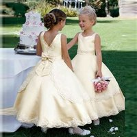 Princesa vestido de baile Rendas de cetim amarelo sem mangas Flor Meninas Vestidos Para 2019 Pagent barato vestido Personalizado Primeira Comunhão vestido Vestido