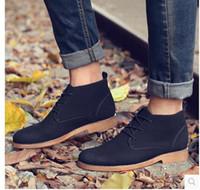 Al por mayor-Mens Chukka Boots Diseñador de los hombres de la bota del dedo del pie puntiagudo vestido de arranque 2017 Invierno Botas masculinos con cordones de los zapatos de moda de los hombres