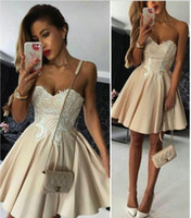 2017 Classic Short Champagne Homecoming Vestidos para Juniors Lace Appliques Sweetheart Cocktail Graduation Dress A Line Mini Prom Party Gowns