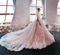 Luxus-Schulter-Spitze-Kurzschluss-Hülsen-Applique-Kapelleen-Zug-Brautkleider nach Maß China erröten rosa Hochzeits-Kleider mit Farbe