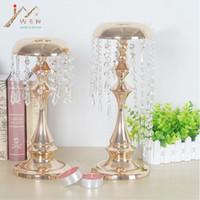 Portacandele in metallo placcato oro delicato con cristalli candelabri da tavolo / centrotavola campanelli tipo decorazione candelabro