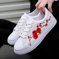 2017 Fashion New Brand Designer Белая обувь Женщина Платформа Loafers Embroider Creepers Spring Lace-Up Flats Casual Flowers Women