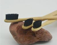 Nuovo spazzolino da denti in legno personalizzato per l'ambiente Spazzolino da denti in bambù Fibra di bambù morbida Impugnatura in legno A basso contenuto di carbonio Ecologico per adulti