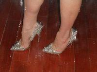 Fashion Luxury Donne Donne Red Bound Strass High Tacchi alti Brand Sexy Rivetti Spiked Punted Tolture Donne Donne Abito da sposa Scarpe Dimensioni 34-45