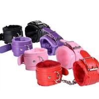 PU-Leder pelzigen komfortable Handschellen Fesseln Bondage Tools Flirting Tool für Anfänger Sex-Spielzeug für Paare für Frauen F0020