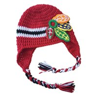 Crochet Adorable Red Hockey Hat Hecho a mano Knit Crochet Baby Boy Girl rayas Deportes Fans Hat Infantil Toddler Photo Prop regalos de la fiesta de bienvenida al bebé