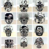 الجملة 30pcs رجالية الأعلى مزيج نمط كبير الحجم جمجمة منحوتة السائق الفضة مطلي خواتم مجوهرات الشرير الهيكل العظمي الدائري