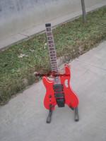 Partihandel gitarrer anpassad röd vänsterhänt huvudlös röd elektrisk gitarr, gratis frakt