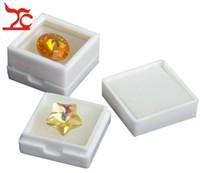 Partihandel 35st Smycken Display Box Square Vit Plast Diamant Box Stud Örhängen Gem Storage Arrangör Presentförpackning 2.5 * 2.5 * 1.6cm