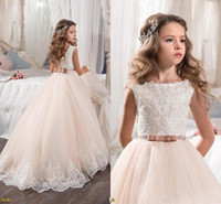 2017 Hot Flower Girl Abiti Per Matrimoni Custom Made Principessa Appliqued Lace Bow Sash Bambini Prima Comunione Abiti BA4396