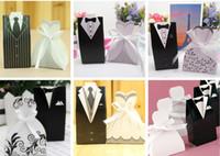 Heißer Verkauf Braut Bräutigam Pralinenschachtel Hochzeitskleid Gefallen Halter Beste Hochzeitsgeschenk Boxen Weiß Schwarz Hochzeitskleid Süßigkeitstasche