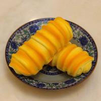 2017 imitation caterpillar bröd pu hår caterpillar bröd långsamt stigande squishy regnbåge sweetmeats jordgubbe bröd mjuk frukt med uppväska