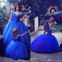 Adorable Cenicienta vestidos de niña de las flores Ocasión especial para bodas Azul Niños Vestidos del desfile de hombro vestido de bola con cuentas Vestidos de comunión