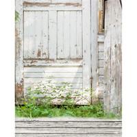 الأبيض باب خشبي الفينيل خلفية خضراء العشب الطفل الوليد صور التقطت خلفيات الأطفال أطفال في التصوير خلفية الأرضيات الخشبية
