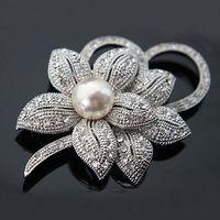 Perlas plateadas de plata Rhinestone claro Diamante de cristal Bunch c Boutique Broche