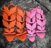2017 Vendita calda Lady Angel Wings Nero Nude Thin Tacchi alti Sandali Gladiator Rome Wedge Donna Golden Leaf Leather Pumps Shoes