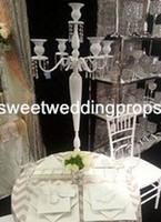 Hiçbir çiçek dahil) Fabrika tedarikçisi Beyaz zihinsel mumluk Düğün Centerpiece Dekorasyon için Devekuşu Tüy standı