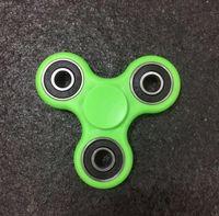 Zappeln Sie Spinner Hand Spinner Acryl Kunststoff dreieckige Fingerspitzen Spielzeug Hand Spinners Gyro Stress Reliever Spielzeug mit Kasten