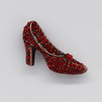 12 unids / lote venta al por mayor broche de diamantes de imitación de cristal de la mujer zapatos de tacón alto broches moda traje broche de regalo de la joyería del banquete de boda C137