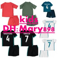 2017/2018 kids Real madrid kits football Maillots New Font 17/18 RONALDO Noir JAMES BALE RAMOS ISCO MODRIC chemise de football Thaïlande Qualité