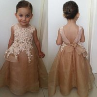 Belle Champagne Flower Girl Robes Pour Mariage Appliques Bow Backless O-cou Spaghetti Longue Organza Filles Pageant Robes