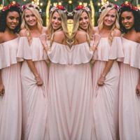 Mais recente Blush Pink Bohemian-Style Bridesmaid Vestidos Sexy Ruched Off Ombro Chiffon Long Prom Vestidos Cheap Pretty Party Dress Para Casamentos