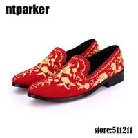 Estate uomo pelle scamosciata mocassini partito scarpe in stile europeo fiore rosso ricamato in pelle casual uomo scarpe slip on, EU38-46!