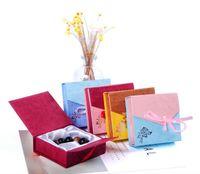 لون عشوائي الأزياء ورقة الكرتون بالجملة 9 * 9 سنتيمتر مجوهرات مربع سوار مربع التعبئة هدية الإسورة مربع G195