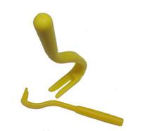 2 adet / takım Sarı Plastik Taşınabilir 2 Boyutları Bereketli Pire Çizik Sökücü Kanca Aracı İnsan Hayvan Köpek Pet At Kedi Için