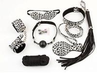 S004 bondage gear Silver leopard ambiental Cuero de PU cubierto ocho veces ocho traje de bondage Blindfold Ball Gag Slave Bondage Kit
