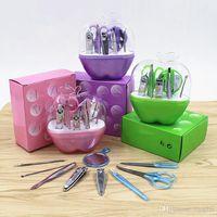 9Pcs Kit de cortaúñas, pedicura manicura y set de maquillaje Mirror Nail File Eyebow Tweezers Tijeras Nail Tools Sets Paquete en forma de manzana