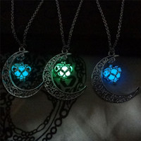Der Mond Herz Halskette Noctilucence Glühen im dunklen ätherischen Öldiffusor Halskette Medailettenketten Anhänger Jewlery für Frauen Drop Shipping