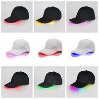 Gorras de béisbol LED Algodón Negro Blanco Brillante Ligeras de bola de luz LED Brilla intensamente en sombreros de snapback ajustables oscuros Sombreros de fiesta luminosos OOA2116