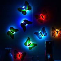 Romantic Magic Colorful Butterfly Decorative Light / Adesivo LED Colorful Butterfly Night Light, ideale per camera da letto per bambini