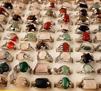 Commercio all'ingrosso 100pcs / scatola stili misti assortiti moda donna in metallo di metallo anelli di gioielli nuovissima con una scatola di visualizzazione