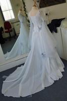 Vintage Gothic Suknie Ślubne Białe i blade Blue Kolorowe Średniowieczne Suknie Ślubne Scoop Dekolt Corset Długie Bell Rękawy Aplikacje Kwiaty